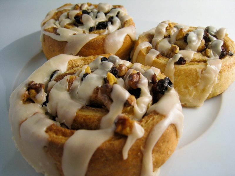 Vegan Sticky Cinnamon Rolls